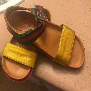 Gucci sandels size 5